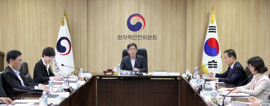 원자력안전위원회가 지난 12일 '제100회 원자력안전위원회'를 열고 2건의 안건을 심의?의결, 3건의 안건을 보고 받았다.